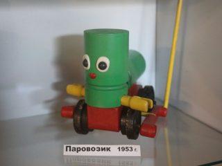 У советских детей были деревянные игрушки. Вполне симпатичные и «экологически чистые». Жаль, сегодня таких не выпускают