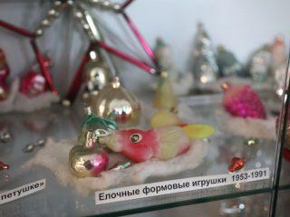 Большинство елочных игрушек производилось в советское время на фабрике «Бирюсинка» - она снабжала ими весь СССР