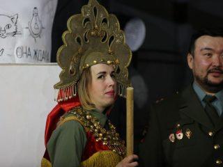 Даже в образе царевны Дарья Рябинко не выпускает из рук совсем не резиновую палку надсмотрщика