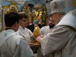 В ночь на 19 января митрополит Красноярский и Ачинский Пантелеимон совершил Божественную литургию