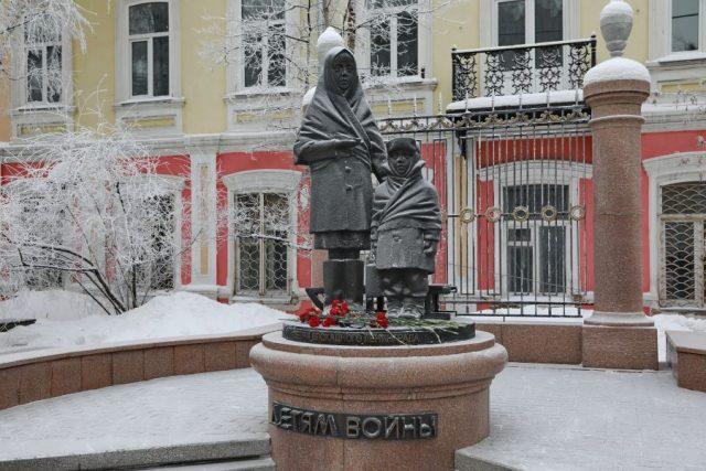Возложение цветов к памятнику детям-блокадникам. 27 января