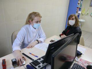 Главный редактор газеты НКК Инесса Акентьева успешно прошла осмотр, показаний для отвода от прививки нет