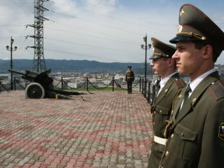 У пушки на горе Караульной, 2009 год