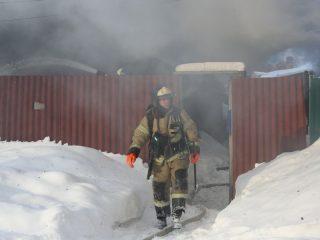 Меньше, чем через час после получения сигнала, пожарные уже локализовали горение