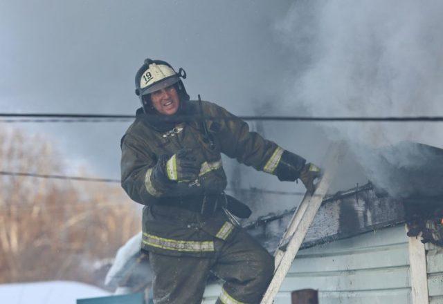 Тушение пожара в частном секторе. Красноярск. 26 февраля