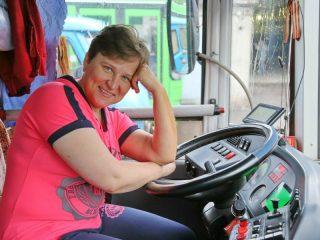 Кто сказал, что водитель автобуса – не женская работа?
