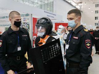 Сибирский юридический институт МВД России дал возможность на себе прочувствовать, как обеспечивают национальную безопасность