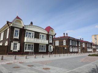 Олег Кузьмин с фотоаппаратом прогулялся по «Историческому кварталу», заглянул за фасады домов, посмотрел из окон и присмотрелся к деталям