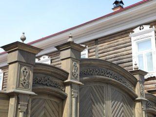 Детали фасадов, ворот, входов реставраторы воссоздавали по фотографиям и старым документам