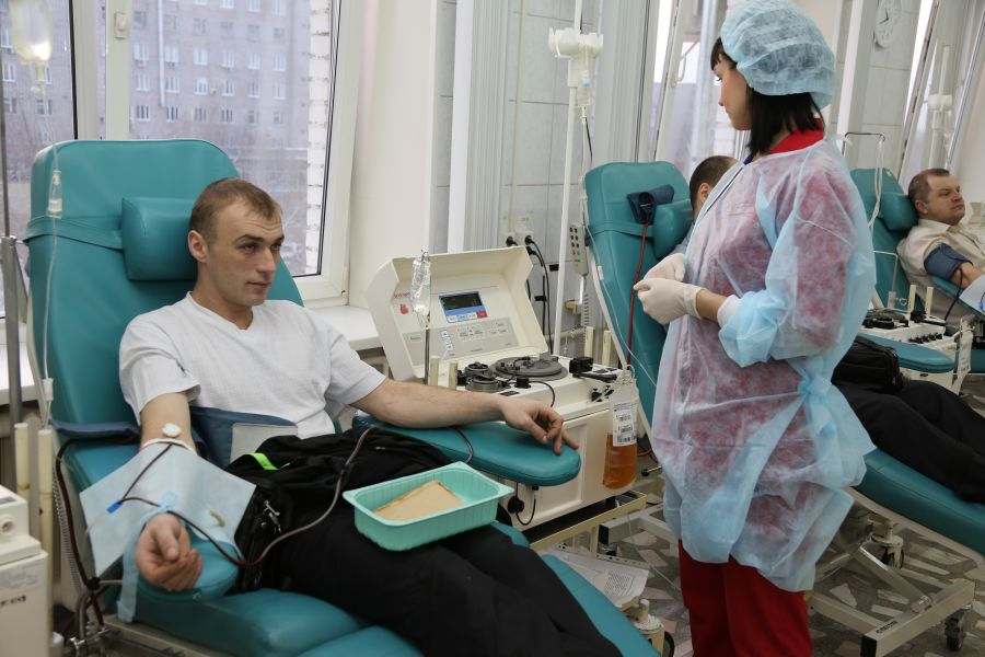 В Красноярске вакцинированных мужчин приглашают стать донорами антиковидной плазмы