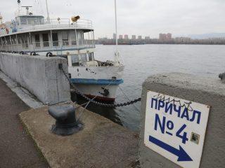 Ее открыли теплоходы «Иван Назаров» и «Заря-343»