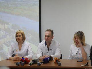 Врачи рассказали журналистам о том, по каким критериям идет обор пациентов на операцию.