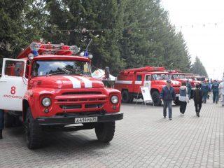 На фестивале выставлены раритетная и современная пожарная техника, спасательное оборудование