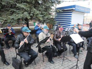 Фестиваль сопровождает выступление духового оркестра Главного управления пожарной охраны