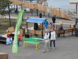 Выставка уличной мебели заняла приличную территорию Ярыгинской набережной