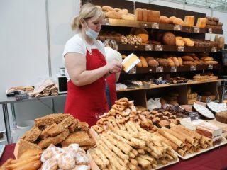 Одновременно с форумом в МВДЦ «Сибирь» работает краевая ярмарка свежих продуктов