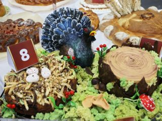 Это уже не просто торт, а целая композиция!