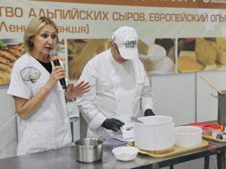 Создатели известных в нашей стране школ сыроделия Елена Денисова из Москвы и Марина Каманина из Липецка проведут мастер-классы по производству сыров из козьего и коровьего молока для начинающих и опытных сыроделов