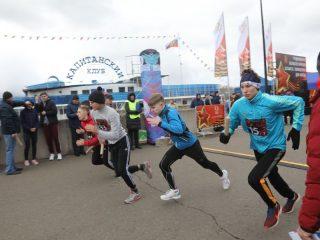 На набережной Енисея состоялся легкоатлетический забег в честь Дня Победы.