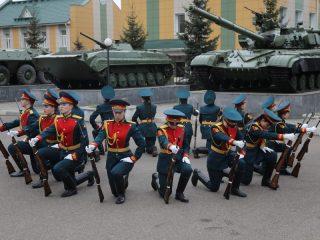 В Красноярске прошло строевое дефиле с оружием, приуроченное к 76-й годовщине Победы в Великой Отечественной войне