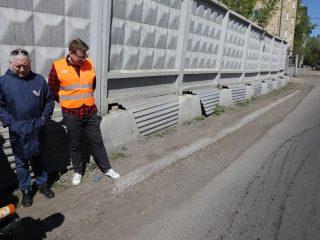 Как пояснили представители Управления дорог, инфраструктуры и благоустройства Красноярска, асфальтирование проезжей части проходило в границах предполагаемой застройки. Застройки еще нет, а дорога уже разрушается