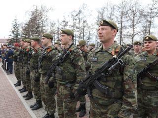 На протяжении многих лет принятие присяги проходит в дни празднования Дня  Победы в Великой Отечественной войне, поэтому перед началом церемонии состоялся митинг, посвященный памяти защитников Родины