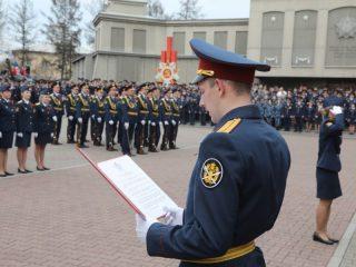 20 молодых сотрудников уголовно-исполнительной системы Красноярского края произнесли слова торжественной клятвы на верность Родине