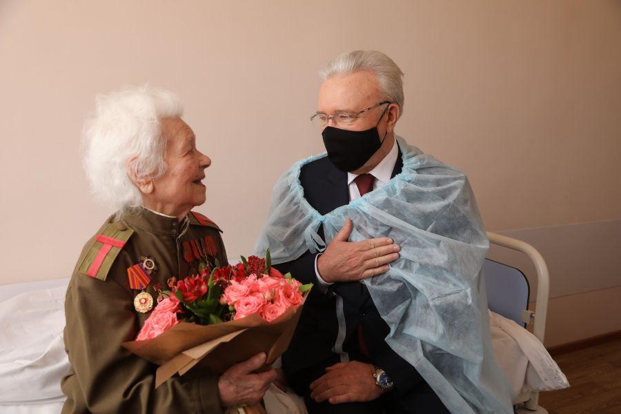 >Губернатор края поздравил Татьяну Голубеву: ветерану ВОВ 102 года, она пишет стихи и любит военные песни