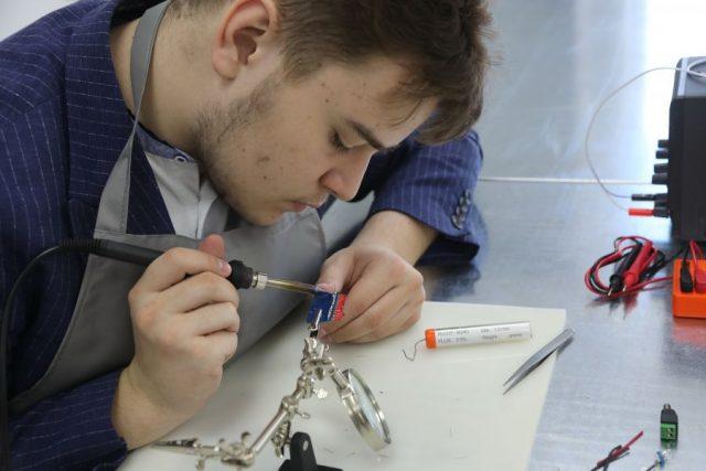 Кабинет высоких технологий открылся в сосновоборской гимназии