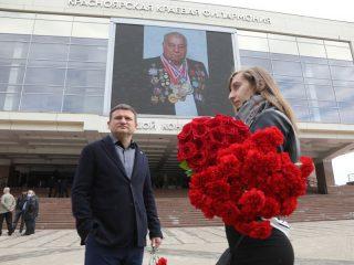 Сегодня в Большом концертном зале состоялась церемония прощания с заслуженным тренером СССР, России и Грузии, основателем краевой Академии борьбы Дмитрием Миндиашвили. Прославленный тренер скончался 24 мая на 88-м году жизни