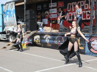 На сцене участников открытия мотосезона развлекали рок-группы Imperium Band, «Отморозки» и «Второе дыхание»