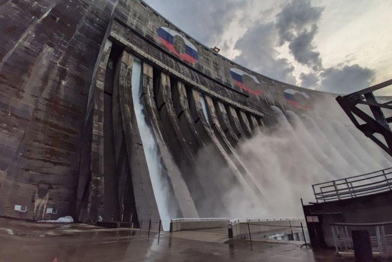 Из-за снижения водосброса на ГЭС в Красноярске уровень воды в Енисее снизился на 23 сантиметра