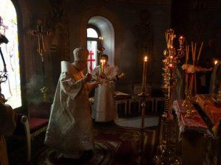 Праздничное Пасхальное богослужение начинается ночью в Великую субботу