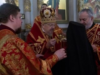 По традиции, за Пасхальной заутреней Митрополит Пантелеимон прочитал Огласительное слово святителя Иоанна Златоуста на Святую Пасху