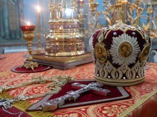 Праздник Воскресения Христова получил свое название от еврейского праздника: Песах у иудеев посвящен Исходу израильтян из Египта и освобождению их от рабства. Эти события описаны в Ветхом Завете