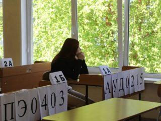 Большая часть самых массовых экзаменов, по русскому языку, математике и истории, уже позади – все они прошли в штатном режиме