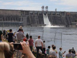 Сегодня сброс воды вырастет до 6 000 кубометров в секунду. Это может осложнит паводковую обстановку в Красноярске и окрестностях города