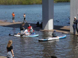 Жители краевого центра вместе с детьми осваивают новые виды отдыха на городской набережной