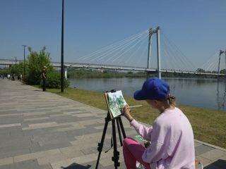 Будущие красноярские художники запечатлевают исторический момент в жизни города