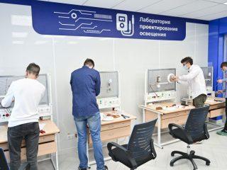 Так, в Канском технологическом колледже в рамках национального проекта «Образование» были созданы 5 мастерских по направлению IT-технологии, оборудованы 13 автоматизированных рабочих мест, приобретено необходимое оборудование