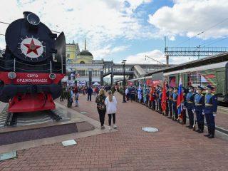 Творческие площадки разместились у паровоза-памятника «Серго Орджоникидзе»