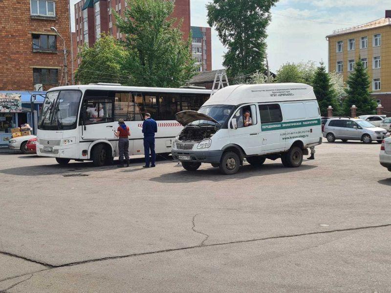 Экологи в Красноярске до холодов будут проверять автобусы на загрязнение воздуха