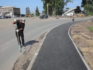 Вдоль дороги установят ограждения, отделяющие пешеходные зоны от проезжей части, новые остановочные пункты, отремонтируют прилегающие территории