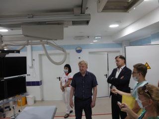 Здесь установлено современное оборудование, помогающее врачам проводить пациентам с инфарктом хирургию через коронарные вмешательства