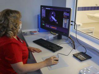 На компьютерном томографе будут работать специалисты-рентгенологи Шарыповской районной больницы. Они прошли обучение и уже приступили к своим обязанностям