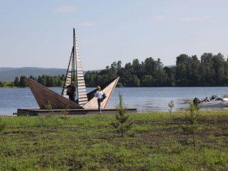 Еще в 2019 году – в первую очередь благоустройства, на которую из краевого бюджета выделили 10 млн рублей, установлен арт-объект «Паруса мечты»