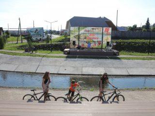 На новой набережной всем найдется место – и зрителям, и велосипедистам