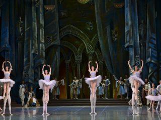 Красноярская постановка «Раймонды» - сама по себе удивительно красивая