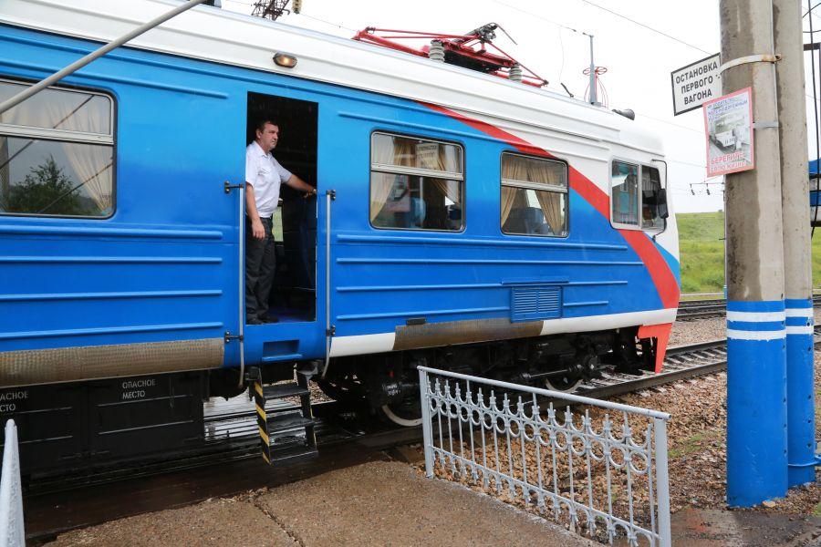 Губернатор и спикер Заксобрания поздравили железнодорожников Красноярского края