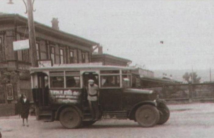 29 июля 1934 года в Красноярске начали постоянно курсировать автобусы